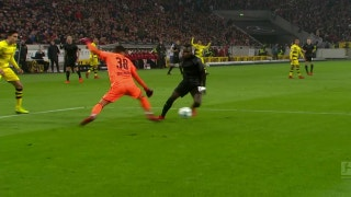 Stuttgart takes 1-0 lead after Dortmund's defensive blunder | 2017-18 Bundesliga Highlights