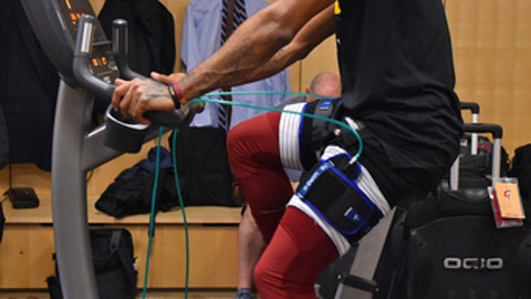 NEW YORK,NY - NOVEMBER 13:  Derrick Rose #1 of the Cleveland Cavaliers warms up before the game against the New York Knicks at Madison Square Garden on November 13, 2017 in New York, New York NOTE TO USER: User expressly acknowledges and agrees that, by downloading and/or using this Photograph, user is consenting to the terms and conditions of the Getty Images License Agreement. Mandatory Copyright Notice: Copyright 2017 NBAE (Photo by Jesse D. Garrabrant/NBAE via Getty Images)