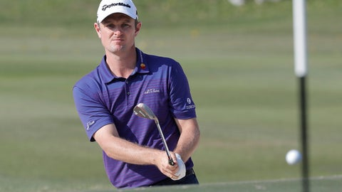 Justin Rose of England hits a bunker shot on the 18th hole at the Hong Kong Open golf tournament in Hong Kong, Sunday, Nov. 26, 2017. (AP Photo/Kin Cheung)