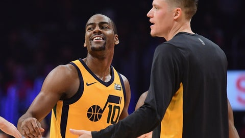 LOS ANGELES, CA - NOVEMBER 30:  Alec Burks #10 and Jonas Jerebko #8 of the Utah Jazz celebrate pay during a timeout in a 126-107 win over the LA Clippers at Staples Center on November 30, 2017 in Los Angeles, California.  (Photo by Harry How/Getty Images)
