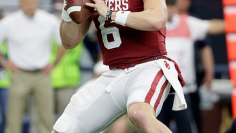 Oklahoma quarterback Baker Mayfield (6) drops back to pass in the first half of the Big 12 Conference championship NCAA college football game against TCU on Saturday, Dec. 2, 2017, in Arlington, Texas. (AP Photo/Tony Gutierrez)