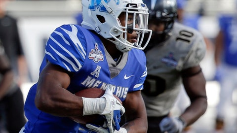 Memphis running back Tony Pollard, left, runs past Central Florida linebacker Titus Davis (10) on his way to a 66-yard touchdown during the second half of the American Athletic Conference championship NCAA college football game, Saturday, Dec. 2, 2017, in Orlando, Fla. Central Florida won in overtime 62-55. (AP Photo/John Raoux)