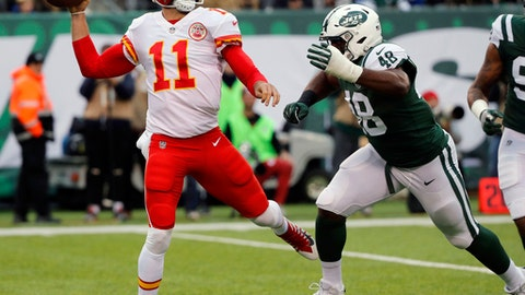 Kansas City Chiefs quarterback Alex Smith, left, throws during the first half of an NFL football game against the New York Jets, Sunday, Dec. 3, 2017, in East Rutherford, N.J. (AP Photo/Julie Jacobson)