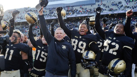 """FILE - In this Nov. 11, 2017, file photo, Army coach Jeff Monken, center, and players celebrate a 21-16 win over Duke in an NCAA college football game in West Point, N.Y. """"This (West Point) is a great place if you can break through the military piece because that's where they get hung up,"""" said Monken, who also was an assistant at Navy under Paul Johnson. (AP Photo/Hans Pennink, File)"""