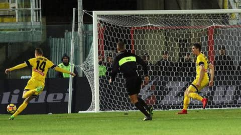 Udinese's Jakub Jankto scores a goal during the Italian Serie A soccer match between Crotone and Udinese at the Ezio Scida stadium in Crotone, Italy, Monday, Dec. 4 2017. (Albano Angilletta/ANSA via AP)