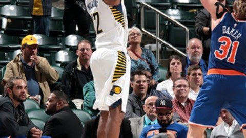 INDIANAPOLIS, IN - DECEMBER 4: Damien Wilkins #12 of the Indiana Pacers shoots the ball against the New York Knicks on December 4, 2017 at Bankers Life Fieldhouse in Indianapolis, Indiana. NOTE TO USER: User expressly acknowledges and agrees that, by downloading and/or using this photograph, user is consenting to the terms and conditions of the Getty Images License Agreement. Mandatory Copyright Notice: Copyright 2017 NBAE (Photo by Ron Hoskins/NBAE via Getty Images)
