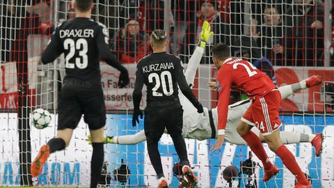 Bayern's Corentin Tolisso, right, scores his side's second goal during the Champions League Group B soccer match between FC Bayern Munich and Paris Saint-Germain, at Allianz Arena stadium in Munich, Germany, Tuesday, Dec. 5, 2017. (AP Photo/Matthias Schrader)
