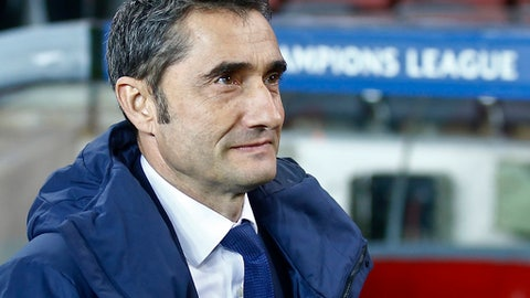 Barcelona coach Ernesto Valverde watches prior the Champions League Group D soccer match between FC Barcelona and Sporting CP at the Camp Nou stadium in Barcelona, Spain, Tuesday, Dec. 5, 2017. (AP Photo/Manu Fernandez)
