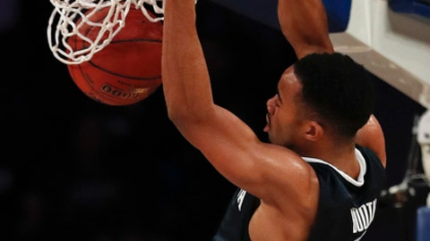 Villanova guard Phil Booth (5) dunks the ball against Gonzaga during the first half of an NCAA college basketball game, Tuesday, Dec. 5, 2017, in New York. (AP Photo/Julie Jacobson)