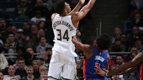 MILWAUKEE, WI - DECEMBER 6:  Giannis Antetokounmpo #34 of the Milwaukee Bucks goes to the basket against the Detroit Pistons on December 6, 2017 at the BMO Harris Bradley Center in Milwaukee, Wisconsin. NOTE TO USER: User expressly acknowledges and agrees that, by downloading and or using this Photograph, user is consenting to the terms and conditions of the Getty Images License Agreement. Mandatory Copyright Notice: Copyright 2017 NBAE (Photo by Gary Dineen/NBAE via Getty Images)