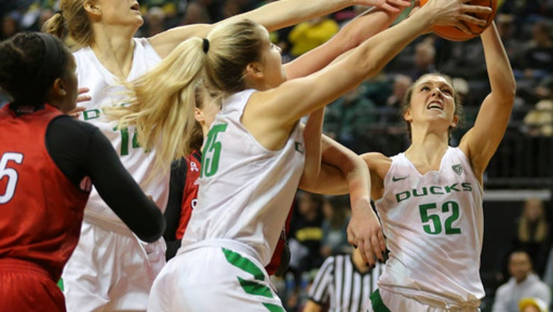 Sabrina Ionescu helps No. 9 Oregon beat Southern Utah 98-38