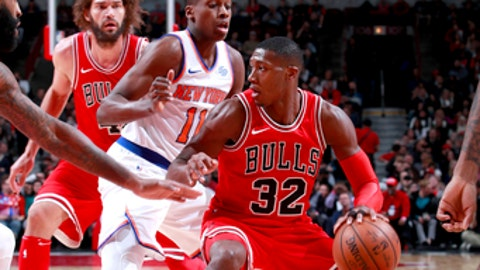 CHICAGO, IL - DECEMBER 9:  Kris Dunn #32 of the Chicago Bulls handles the ball against the New York Knicks on December 9, 2017 at the United Center in Chicago, Illinois. NOTE TO USER: User expressly acknowledges and agrees that, by downloading and or using this photograph, user is consenting to the terms and conditions of the Getty Images License Agreement.  Mandatory Copyright Notice: Copyright 2017 NBAE (Photo by Jeff Haynes/NBAE via Getty Images)