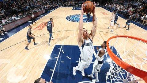 MINNEAPOLIS, MN - DECEMBER 10:  Dwight Powell #7 of the Dallas Mavericks handles the ball against the Minnesota Timberwolves on December 10, 2017 at Target Center in Minneapolis, Minnesota. NOTE TO USER: User expressly acknowledges and agrees that, by downloading and or using this Photograph, user is consenting to the terms and conditions of the Getty Images License Agreement. Mandatory Copyright Notice: Copyright 2017 NBAE (Photo by David Sherman/NBAE via Getty Images)