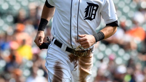 Detroit Tigers' Ian Kinsler (3) scores a run against the Chicago White Sox in the first inning of a baseball game, Sunday, Sept. 17, 2017, in Detroit. (AP Photo/Jose Juarez)