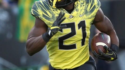 FILE - In this Saturday, Oct. 28, 2017 file photo, Oregon running back Royce Freeman rushes against Utah in an NCAA college football game in Eugene, Ore. Oregon senior running back Royce Freeman won't play in this weekend's Las Vegas Bowl against Boise State. Boise State plays Oregon on Saturday, Oct. 16, 2017. (AP Photo/Chris Pietsch, File)