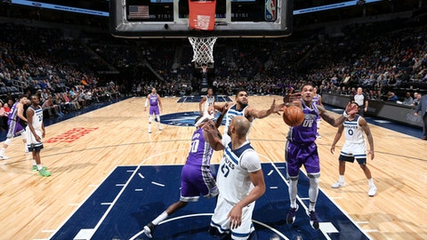 MINNEAPOLIS, MN -  DECEMBER 14: Karl-Anthony Towns #32 of the Minnesota Timberwolves and Willie Cauley-Stein #00 of the Sacramento Kings battle for the rebound on December 14, 2017 at Target Center in Minneapolis, Minnesota. NOTE TO USER: User expressly acknowledges and agrees that, by downloading and or using this Photograph, user is consenting to the terms and conditions of the Getty Images License Agreement. Mandatory Copyright Notice: Copyright 2017 NBAE (Photo by David Sherman/NBAE via Getty Images)