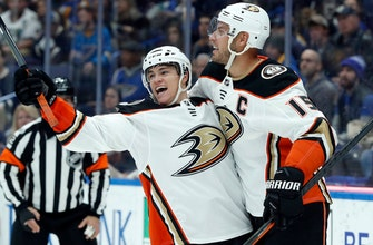 Kevin Roy scores twice, Ducks down Blues 3-1 (Dec 14, 2017)