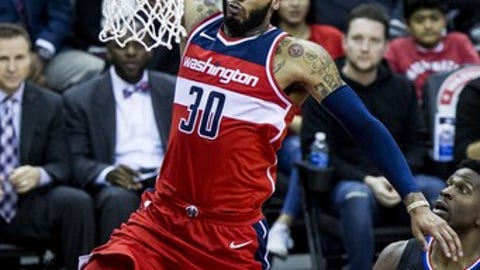 WASHINGTON, USA - DECEMBER 15: Washington Wizard Mike Scott (30) dunks on the Los Angeles Clippers at the Capital One Arena in Washington, USA on December 15, 2017. (Photo by Samuel Corum/Anadolu Agency/Getty Images)
