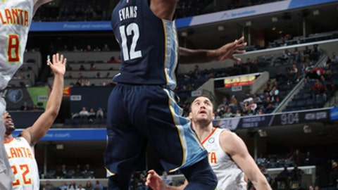 MEMPHIS, TN - DECEMBER 15: Tyreke Evans #12 of the Memphis Grizzlies drives to the basket against the Atlanta Hawks on December 15, 2017 at FedExForum in Memphis, Tennessee. NOTE TO USER: User expressly acknowledges and agrees that, by downloading and or using this photograph, User is consenting to the terms and conditions of the Getty Images License Agreement. Mandatory Copyright Notice: Copyright 2017 NBAE (Photo by Joe Murphy/NBAE via Getty Images)