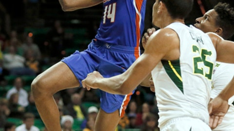Savannah State guard Alante Fenner (14) goes up for a shot in front of Baylor forward Tristan Clark (25) in the first half of an NCAA college basketball game, Sunday, Dec. 17, 2017, in Waco, Texas. (AP Photo/Tony Gutierrez)