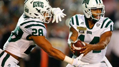 Ohio quarterback Greg Windham sets back to pass the ball to Ohio running back Dorian Brown during the first half of the Dollar General Bowl NCAA college football game agasint Troy, Friday, Dec. 23, 2016, in Mobile, Ala. (AP Photo/Brynn Anderson)