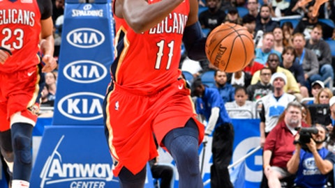 ORLANDO, FL - DECEMBER 22: Jrue Holiday #11 of the New Orleans Pelicans handles the ball against the Orlando Magic on December 22, 2017 at Amway Center in Orlando, Florida Or. NOTE TO USER: User expressly acknowledges and agrees that, by downloading and or using this Photograph, user is consenting to the terms and conditions of the Getty Images License Agreement. Mandatory Copyright Notice: Copyright 2017 NBAE (Photo by Fernando Medina/NBAE via Getty Images)