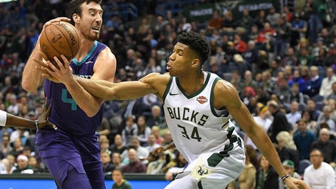 MILWAUKEE, WI - DECEMBER 22:  Frank Kaminsky #44 of the Charlotte Hornets is fouled by Giannis Antetokounmpo #34 of the Milwaukee Bucks during the second half of a game at the Bradley Center on December 22, 2017 in Milwaukee, Wisconsin.  NOTE TO USER: User expressly acknowledges and agrees that, by downloading and or using this photograph, User is consenting to the terms and conditions of the Getty Images License Agreement.  (Photo by Stacy Revere/Getty Images)