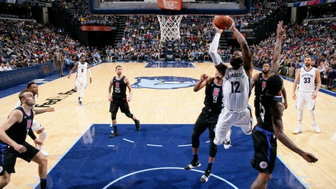 MEMPHIS, TN - DECEMBER 23: Tyreke Evans #12 of the Memphis Grizzlies shoots the ball during the game against the LA Clippers on December 23, 2017 at FedExForum in Memphis, Tennessee. NOTE TO USER: User expressly acknowledges and agrees that, by downloading and/or using this photograph, user is consenting to the terms and conditions of the Getty Images License Agreement. Mandatory Copyright Notice: Copyright 2017 NBAE (Photo by Joe Murphy/NBAE via Getty Images)