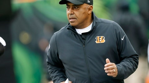 Cincinnati Bengals head coach Marvin Lewis runs onto the field for an NFL football game against the Detroit Lions, Sunday, Dec. 24, 2017, in Cincinnati. (AP Photo/Frank Victores)