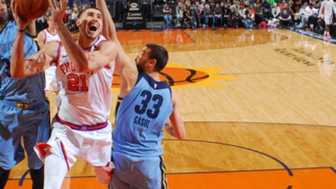 PHOENIX, AZ - DECEMBER 26: Alex Len #21 of the Phoenix Suns shoots the ball during the game against the Memphis Grizzlies on December 26, 2017 at Talking Stick Resort Arena in Phoenix, Arizona. NOTE TO USER: User expressly acknowledges and agrees that, by downloading and or using this photograph, user is consenting to the terms and conditions of the Getty Images License Agreement. Mandatory Copyright Notice: Copyright 2017 NBAE (Photo by Barry Gossage/NBAE via Getty Images)