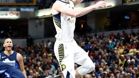 INDIANAPOLIS, IN - DECEMBER 27:  Domantas Sabonis #11 of the Indiana Pacers shoots the ball against the Dallas Mavericks during the game at Bankers Life Fieldhouse on December 27, 2017 in Indianapolis, Indiana.   NOTE TO USER: User expressly acknowledges and agrees that, by downloading and or using this photograph, User is consenting to the terms and conditions of the Getty Images License Agreement.  (Photo by Andy Lyons/Getty Images)