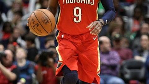 NEW ORLEANS, LA - DECEMBER 27:  Rajon Rondo #9 of the New Orleans Pelicans drives the ball up the court against the Brooklyn Nets at the Smoothie King Center on December 27, 2017 in New Orleans, Louisiana.  (Photo by Chris Graythen/Getty Images)