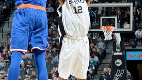 SAN ANTONIO, TX - DECEMBER 28: LaMarcus Aldridge #12 of the San Antonio Spurs shoots the ball against the New York Knicks on December 28, 2017 at the AT&T Center in San Antonio, Texas. NOTE TO USER: User expressly acknowledges and agrees that, by downloading and or using this photograph, user is consenting to the terms and conditions of the Getty Images License Agreement. Mandatory Copyright Notice: Copyright 2017 NBAE (Photos by Mark Sobhani/NBAE via Getty Images)