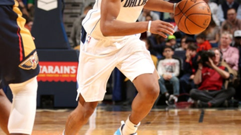 NEW ORLEANS, LA - DECEMBER 29: Dennis Smith Jr. #1 of the Dallas Mavericks handles the ball against the New Orleans Pelicans on December 29, 2017 at Smoothie King Center in New Orleans, Louisiana. NOTE TO USER: User expressly acknowledges and agrees that, by downloading and/or using this photograph, user is consenting to the terms and conditions of the Getty Images License Agreement. Mandatory Copyright Notice: Copyright 2017 NBAE (Photo by Layne Murdoch/NBAE via Getty Images)