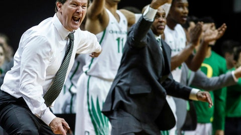 Oregon coach Dana Altman and team members react during an NCAA college basketball game against Utah on Friday, Dec. 29, 2017, in Eugene, Ore. (AP Photo/Thomas Boyd)