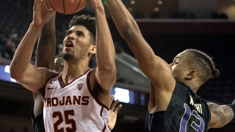 Southern California forward Bennie Boatwright, left, shoots under pressure from Washington forward Hameir Wright, right, during the second half of an NCAA college basketball game Friday, Dec. 29, 2017, in Los Angeles. (AP Photo/Kyusung Gong)