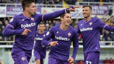 Fiorentina's Giovanni Simeone celebrates scoring his side's first goal during the Italian Serie A soccer match between Fiorentina and AC Milan at the Artemio Franchi stadium in Florence, Italy, Saturday, Dec. 30, 2017. (Maurizio Degl'Innnocenti/ANSA via AP)