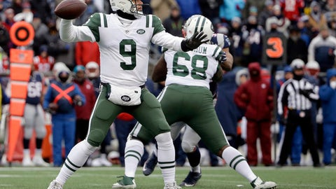 New York Jets quarterback Bryce Petty (9) passes against the New England Patriots during the second half of an NFL football game, Sunday, Dec. 31, 2017, in Foxborough, Mass. (AP Photo/Steven Senne)