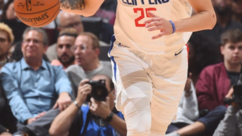 LOS ANGELES, CA - DECEMBER 26: Austin Rivers #25 of the LA Clippers handles the ball against the Sacramento Kings on December 26, 2017 at STAPLES Center in Los Angeles, California. NOTE TO USER: User expressly acknowledges and agrees that, by downloading and/or using this Photograph, user is consenting to the terms and conditions of the Getty Images License Agreement. Mandatory Copyright Notice: Copyright 2017 NBAE (Photo by Andrew D. Bernstein/NBAE via Getty Images)