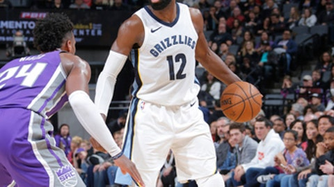 SACRAMENTO, CA - DECEMBER 31: Tyreke Evans #12 of the Memphis Grizzlies handles the ball against the Sacramento Kings on December 31, 2017 at Golden 1 Center in Sacramento, California. NOTE TO USER: User expressly acknowledges and agrees that, by downloading and/or using this photograph, user is consenting to the terms and conditions of the Getty Images License Agreement. Mandatory Copyright Notice: Copyright 2017 NBAE (Photo by Rocky Widner/NBAE via Getty Images)