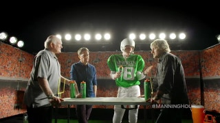 Owen Wilson, Terry Bradshaw and Ed Helms face off in paper football | Manning Hour