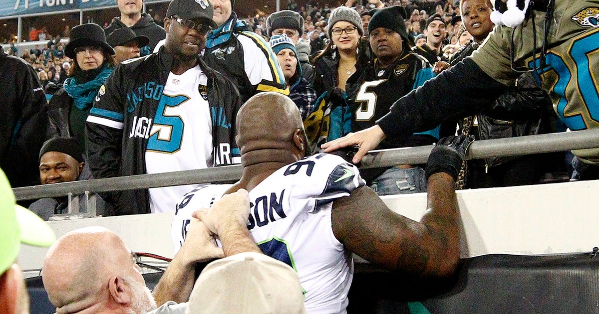 Michael Vick: Seahawks altercation with fans in Jacksonville 'doesn't reflect on the coach' (VIDEO)