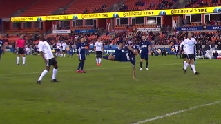 Dempsey nets bicycle kick goal for Team Holden | Kick In For Houston
