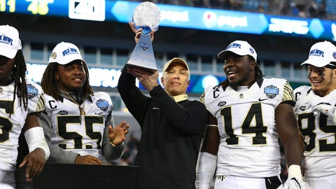 Wake Forest holds off Texas A&M in wild defense-optional Belk Bowl