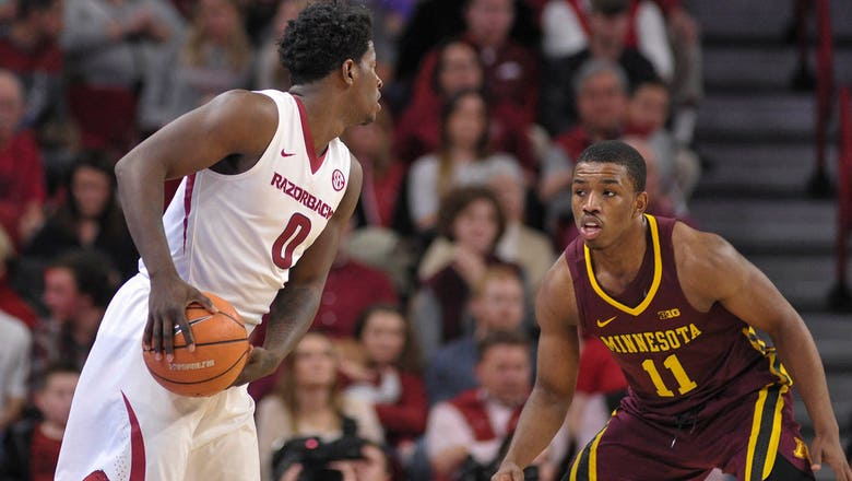 Gophers drop second straight game, 95-79 to Arkansas