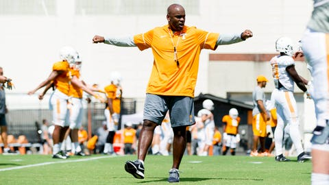Florida hires former Tennessee secondary coach Charlton Warren