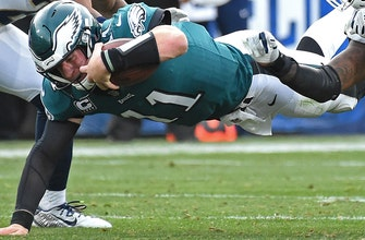 Images of Eagles begin life without Wentz vs. Giants