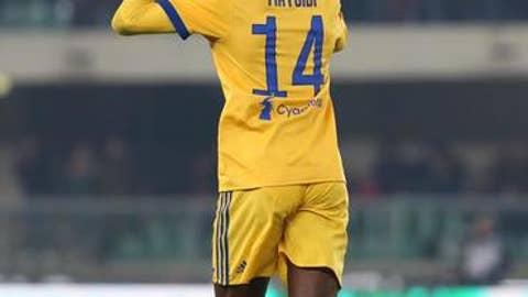 Juventus' Blaise Matuidi celebrates after scoring during the Serie A soccer match between Hellas Verona and  Juventus, at the Bentegodi stadium in Verona, Italy, Saturday, Dec. 30, 2017. (Filippo Venezia/ANSA via AP)