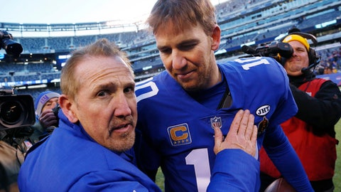 New York Giants head coach Steve Spagnuolo, left, hugs quarterback Eli Manning (10) after an NFL football game against the Washington Redskins, Sunday, Dec. 31, 2017, in East Rutherford, N.J. The Giants won 18-10. (AP Photo/Mark Lennihan)