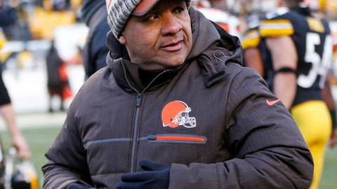 Cleveland Browns head coach Hue Jackson walks off the field after an NFL football game against the Pittsburgh Steelers in Pittsburgh, Sunday, Dec. 31, 2017. (AP Photo/Keith Srakocic)